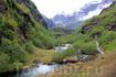 На протяжении пути мы видели реки в глубоких оврагах, каскады водопадов, падающих с крутых скалистых гор с белоснежными вершинами и горные фермы на головокружительной ...