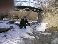 речка замерзла не полностью