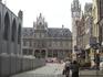 Прямо -здание старой почты, в настоящее время это импозантное здание начала ХХ века (архитектор Луи Клоке) переоборудовано в торговый центр.Слева часть ...