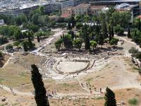 Театр Диониса располагается на юго-восточном склоне Акрополя и входит в число самых древних театров в мире. Он по праву считается родиной греческой трагедии, именно в этом театре впервые были показаны