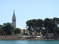 Поездка в Новиград. Вид на церковь с мола.