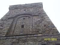 Невозможно передать высоту памятника фотографией, на верх ведут 140 ступенек.