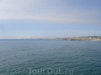 Вид на Тихий океан с пирса в г. Хантингтон-Бич.