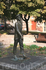 """В районе Крещатика. Скульптура Паниковского с """"фигой"""" на подошве ботинка."""