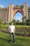 Другой знаменитый отель Дубаи - Атлантис на намывной территории в тысячи гектар в Джумейре (район Дубаи). Мне он больше всего как-то приглянулся.