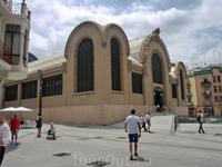 Центральный рынок был построен в 1915 году  местным архитектором Josep Maria Pujol de Barberá.