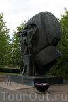 монумент «Родина-мать» в норвежском варианте (как-то любят норвежские скульпторы обнаженные тела)