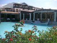 бассейн у ресторана Candia