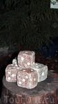 """Эти каменные кубики - символ игры в кости """"Yatzy"""" - финское ее название я забыла :), но она там явно популярна. Нам в отеле выдали настольный вариант этой ..."""