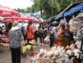Небольшой рынок на общественном пляже. Недалеко от отельного пляжа