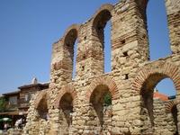Церковь Святой Софии, конец V — начало VI века, Несебр — трёхнефная базилика с открытым перекрытием. Общая длина 19 м. Ширина 13 м. Разделяется на нефы ...
