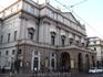 Театр ла Скала. Свиду невзрачный. Близко не Гранд опера в Париже. Единственно со спутника по крыше видно, что большое здание.