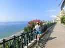 Если подняться от пляжа в город, то попадаешь на большую смотровую площадку, которая называется El Balcon Mediterraneo (Средиземноморский балкон), с которого открываются прекрасные виды на море.
