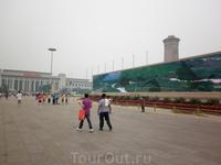 Огромные телевизоры на площади Тяньаньмэнь.