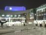 Здание театра вечером.