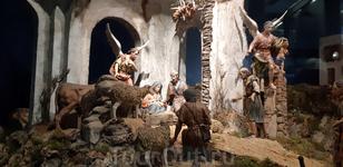 И, конечно же, сцену рождения Христа.