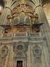 Сначала мы вошли в Новый собор. Входной билет без скидок стоит 4,75 евро. В соборе два органа. Один из них - произведение Дамиана Луиса (1568 год).