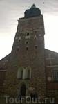 Первая каменная церковь на этом месте, сменившая деревянную, была построена еще до 1300 года и освящена в качестве собора, посвященного Деве Марии и святому ...
