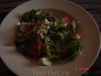 Обедали мы в ресторане Wanha Makasini. Очень-очень милое место. Летом можно посидеть на открытой террасе, а можно и в зале, как мы. Еда в этом ресторанчике ...
