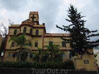Здание института виноделия - есть и такой на Мадейре.