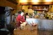 В Мон-Сен-Мишеле можно попробовать все, чем гордится регион: свежайших устриц, мидий в соусе из белого вина, раков, морских гребешков, улиток с домашним ...