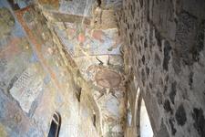 Дым жутких пожарищ закоптил уникальные фрески храма Успения Богородицы, и слой копоти надежно укрыл их на долгие века. Они оказались одинаково хорошо ...