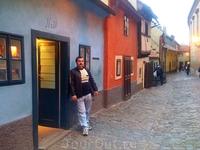 Золотая улочка, Злата уличка (чеш. Zlatá ulička) — старинная улица Праги, расположенная в Пражском Граде. Характерной особенностью улочки являются карликовые ...