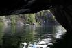 На лодке можно заплыть в небольшую пещеру в северной части каньона.