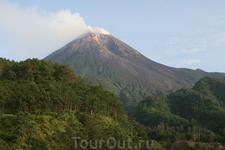 вулкан Мерапи, в начале ноября 2010 было одно из самых мощных извержений, самый опасный вулкан в мире