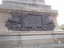 """Памятник Адмиралу Нахимову.  На одной из сторон постамента на фоне оружия и склоненных боевых флагов укреплена мемориальная доска с надписью: """"Слава русскому ..."""