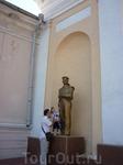 Знакомство нашего маленького капитана с памятником морякам.