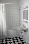 а ванная комната вполне современная