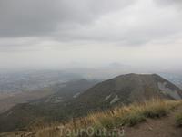 Вот такой потрясающий вид открывается с вершины горы!