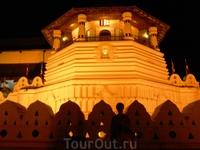 Храм Зуба Будды в Канди.