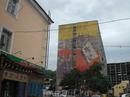 Первое впечатление от города - социалистическое граффити...
