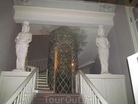 Аванзал. Лестница на 2-й этаж