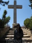 Крест на холме Филеримос.Поперечная перекладина служит смотровой площадкой.