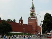 Спасская (Фроловская) башня - построена в 1491 году Пьетро Антонио Солари. Ворота  башни являются парадным въездом в Кремль. Спасской названа потому, что над входом помещались иконы Спаса (одна икона
