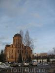 Наше знакомство с церквями 12 века мы начали с церкви Петра и Павла. Расположена она почти что на железнодорожных путях, рядом с железнодорожным вокзалом ...