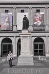 Памятник Изабель II у Оперного театра.