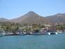 Вдалеке остается маленький порт Элунды.