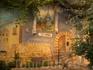 Дворики в Одессе обычно образованы  или окружены домами - это роспись одной из стен жильцом-художником
