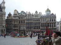 Брюссель.  Дома на Гран - Плас один  краше другого,трудно  оторвать  взор и  переключиться  на другие  строения.Умели же  строить !