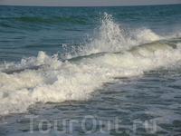 Море волновалось всё время.