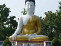 статуя будды по дороге к плавучему рынку