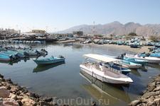 Пристань в Омане в нескольких км от границы с Эмиратами.