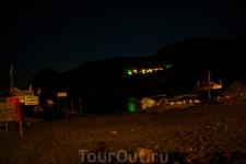пляж Gefyra ночью