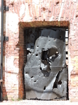 Некоторые элементы памятника встроены в стены собора