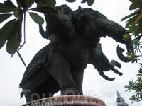 Вот он музей слон о трех головах...