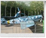 Истребитель Messerschmitt Bf-109 F-2 (Германия). Полноразмерная копия истребителя В. Брандля (180 побед), командира 2 группы 3 эскадры «Удет» из состава ...